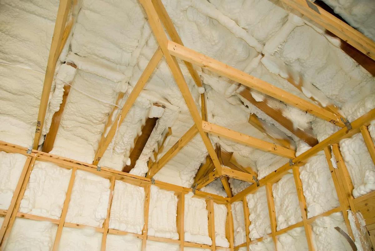 4 sposoby na ocieplenie dachu / ocieplenie pianką poliuretanową