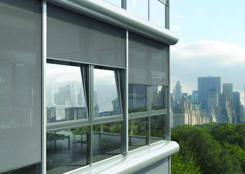 System zewnętrznych osłon przeciwsłonecznych sprawdza się zwłaszcza w budynkach wysokich (powyżej 25 m). Jest odporny na obciążenia wiatrem. Zastosowanie aluminiowyh mikrolameli umożliwia optymalne zacienienie wnętrz, a jednocześnie dobrą widoczność na zewnątrz dzięki wysokiemu stopniowi przezierności